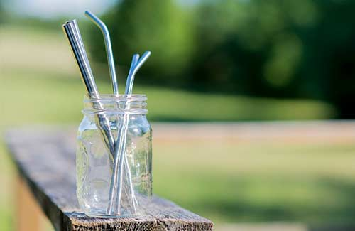 zero-waste-eat-drinks-reusable-straws-glass-jar