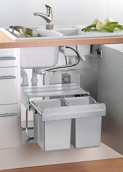 montieren-eingebauten-Mülleimer-unter-der-Spüle