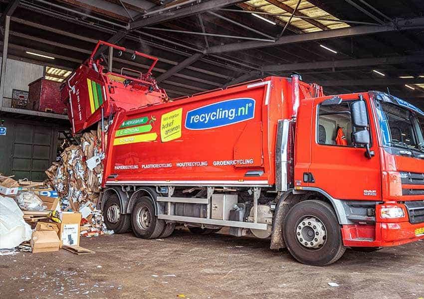 nijssen-recycling-truck-cardboard-waste