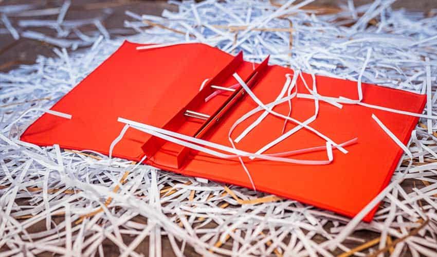 Papierschnitzel-Plastik-Aktenpapier-kann-nicht-recycelt-werden