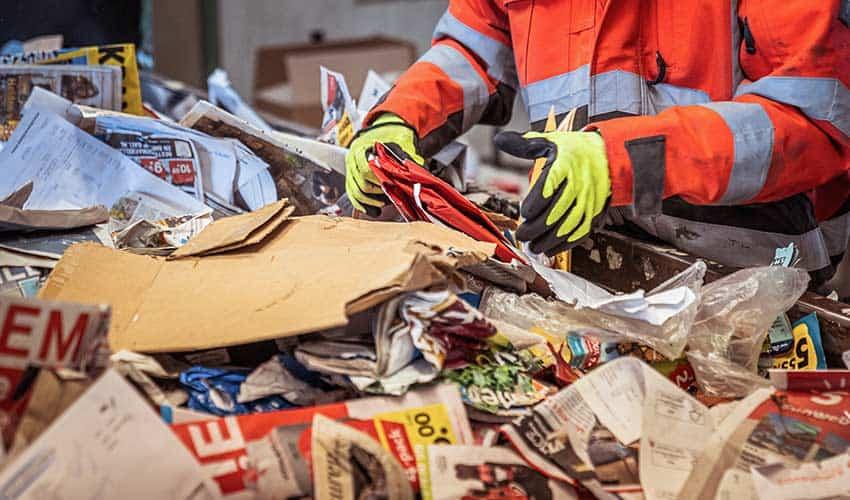 sortering-oud-papier-en-karton-lopende-band