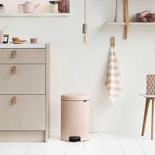 Brabantia-Pedal-Bin-newIcon-clay-pink