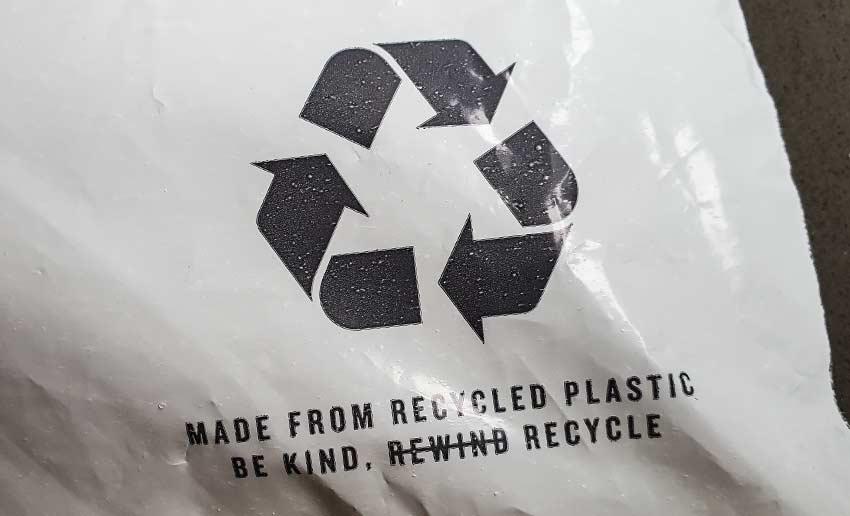 plastic-verzendzak-gemaakt-van-gerecycled-plastic